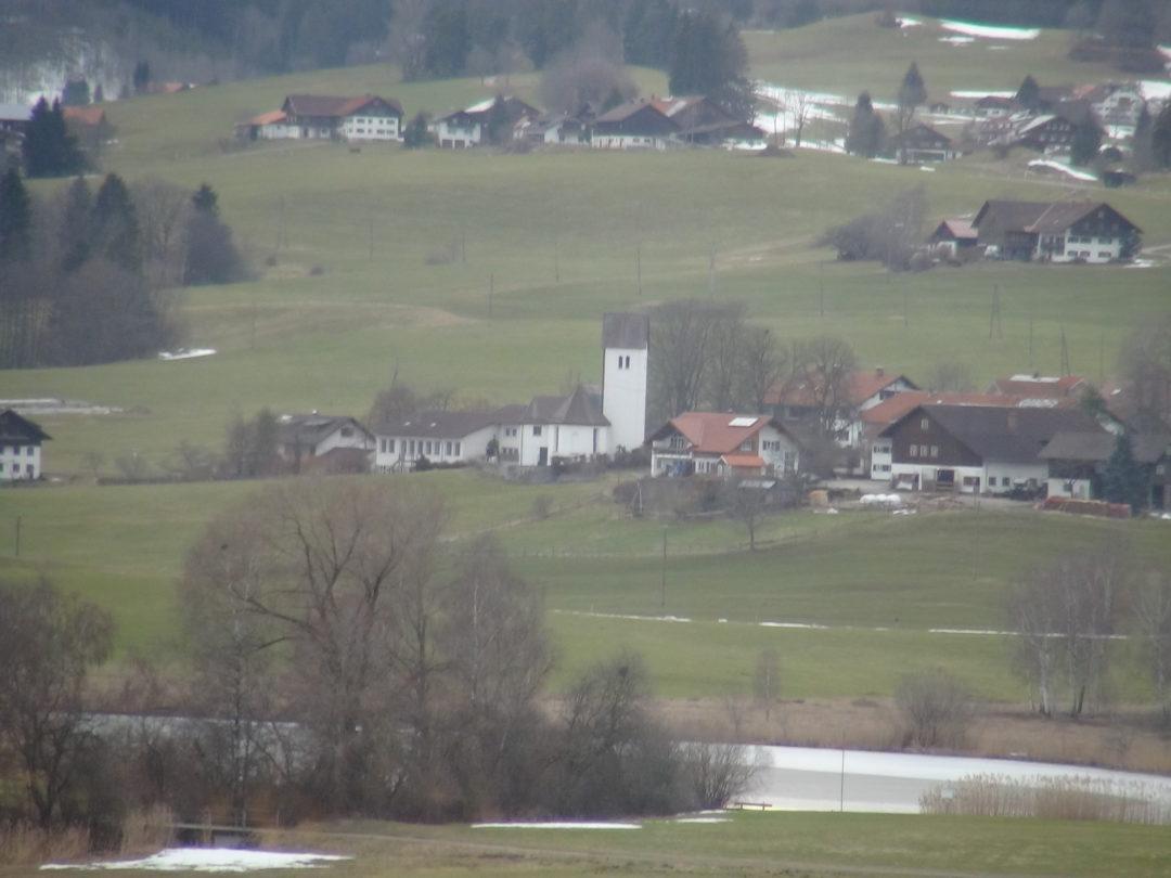 Die Dorfkirche in Memhölz/Waltenhofen