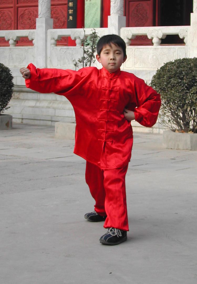 Kind beim Kampfkunsttraining